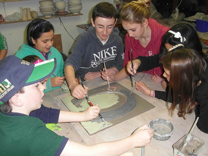 Kids pottery classes - working together